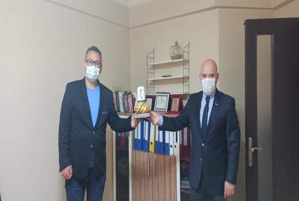 Maske, mesafe ve temizlik kurallarına uygun olarak KONTİMDER Yönetim Kurulu Üyesi Avukat Cem Taşpınar, işyerinde  ziyaret edildi.
